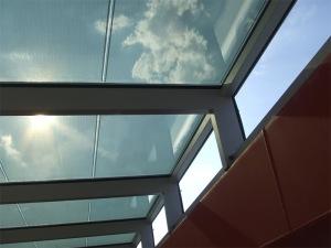 Atrio fotovoltaico de Onyx Solar
