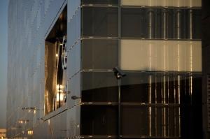 Fachada ventilada de Onyx Solar en el edificio GENyO de Granada