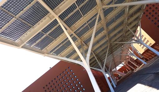 Pergola_fotovoltaica_Onyx_Solar_02_LQ